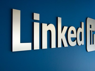 how to use LinkedIn to attract the ideal clients for lawyers